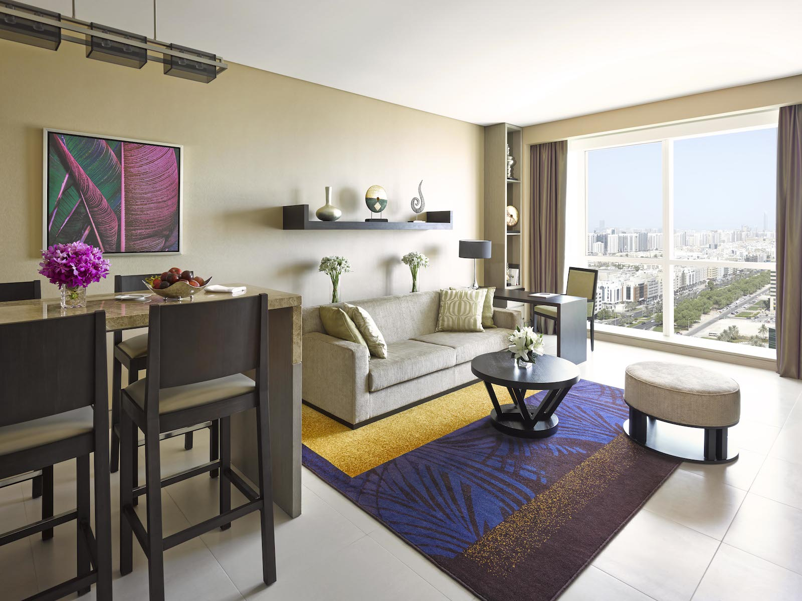 dusit-thani-abu-dhabi_rooms_1-bedroom-apartment_living-area