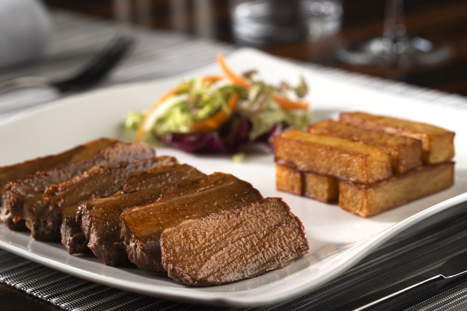 dusit-thani-abu-dhabi_dining_the-capital-grill_72-hour-brisket