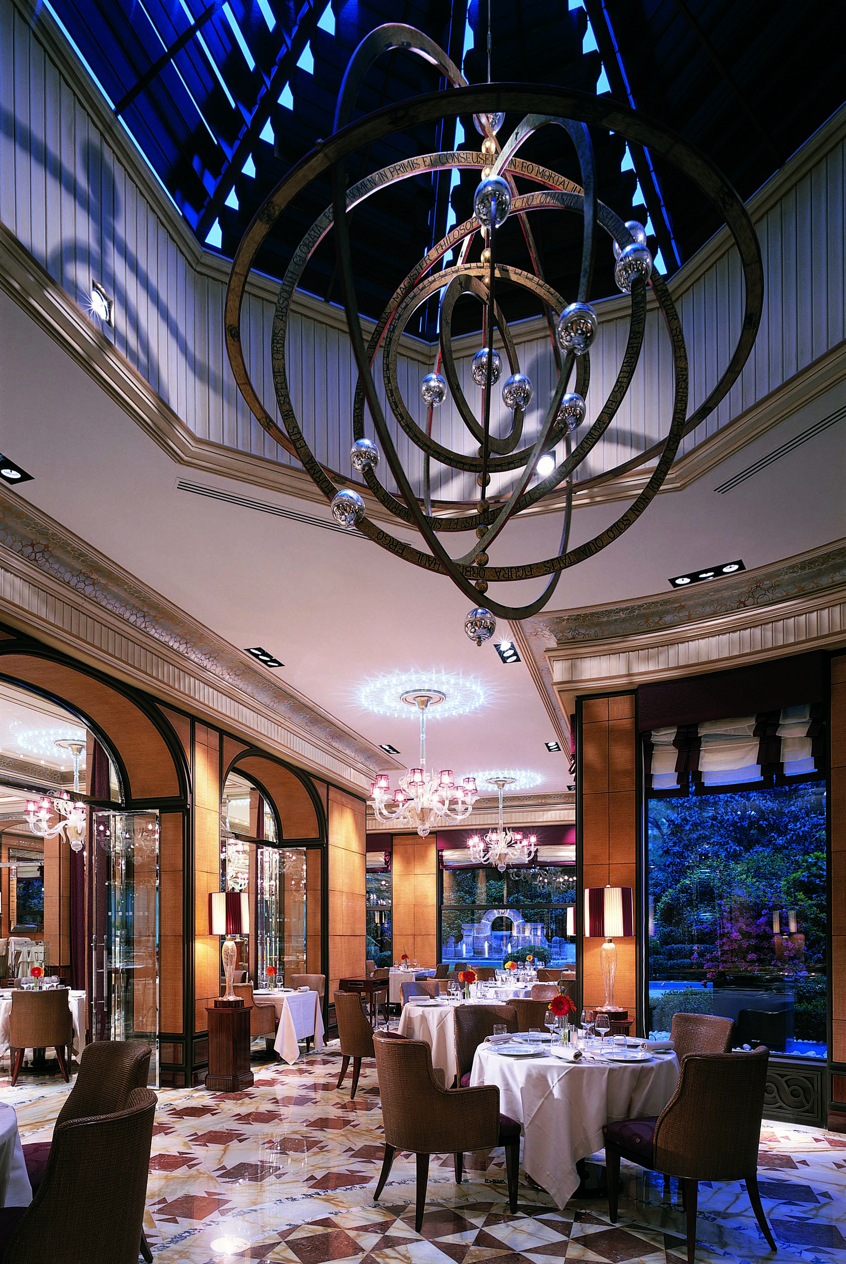 Acanto Restaurant night