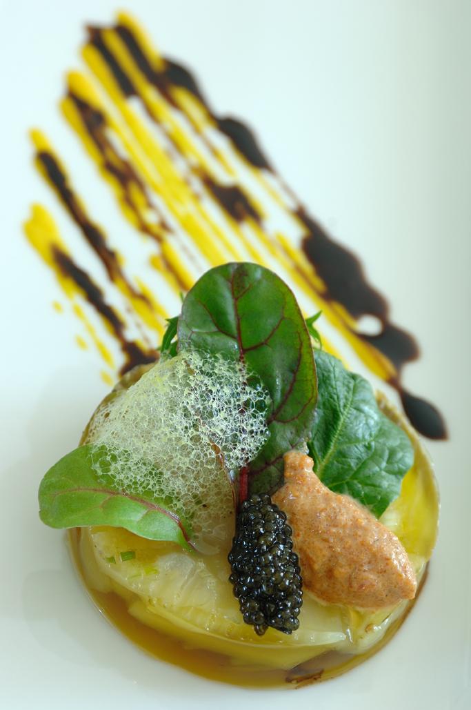 sebastien-broda-copeaux-de-st-jacques-au-parfum-de-citron-poivre-fenouil-croquant-gelee-de-bouillabaisse-2